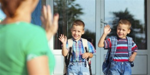 11577-school-kids-waving-goodbye-mom-landsc.1200w.tn